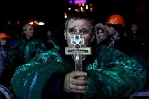 <br>An anti-government protester holds a crucifix as he prays at Independence Square in Kiev, Ukraine, on Feb. 20, 2014. Ukra