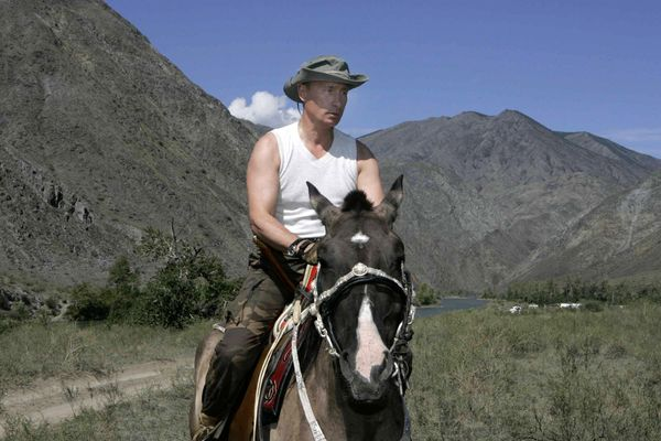 Cabalgata a caballo #4. Aquí con camiseta.