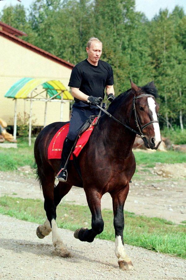 Putin mucho más joven. Esta foto fue tomada el 18 de agosto del 2001 durante unas vacaciones de verano.