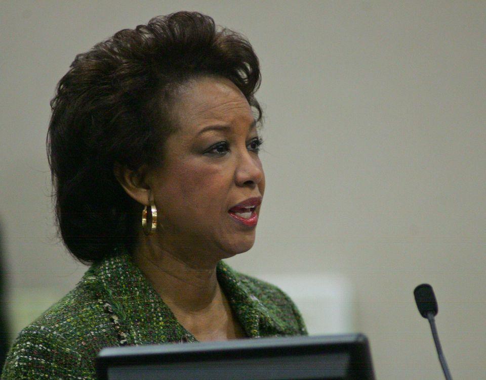 "Jennifer Carroll <a href=""https://www.huffpost.com/entry/florida-charity-probe_n_2875003?utm_hp_ref=miami&ir=Miami"" target=""_"