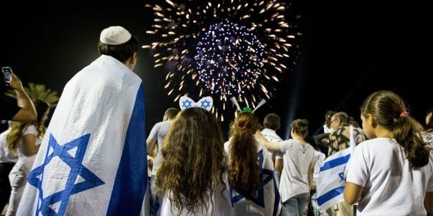 Israeli children watch fireworks in the Mediterranean coastal city of Netanya, on May 5, 2014, during Israel's 66th Independe