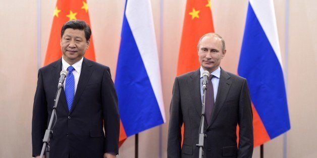 Russia's President Vladimir Putin (R) and his Chinese couterpart Xi Jinping (L) meet in the Russian Black Sea resort of Sochi