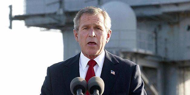 USS ABRAHAM LINCOLN, UNITED STATES:  (FILES): This 01 May 2003 file photo shows US President George W. Bush addressing the na