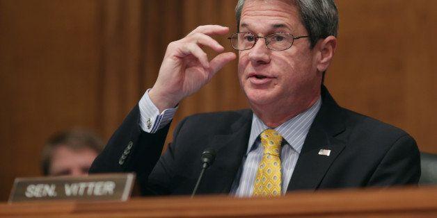 WASHINGTON, DC - JANUARY 30:  Senate Environment and Public Works Committee ranking member Sen. David Vitter (R-LA) questions