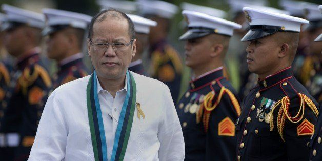 Philippine President Benigno Aquino (L) inspects a line up of honour guards during a change of command ceremony at the Armed