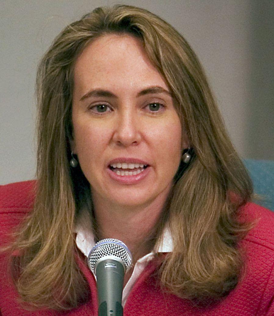 Gabrielle Giffords y su esposo lanzaron a principios de enero una iniciativa para endurecer las normas de tenencia y uso de l