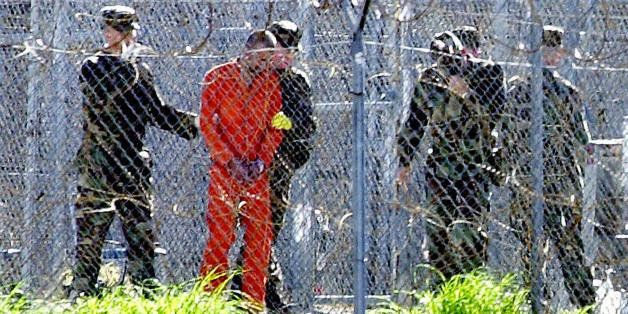 Guantanamo Bay, CUBA:  FOR USE WITH AFP STORIES: US-attacks-UN-Guantanamo (FILES) This 17 January, 2002, file photo shows a d