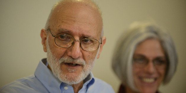 WASHINGTON, DC - DECEMBER 17:  Alan Gross, accompanied by his wife Judy, speaks to reporters during a press conference at the