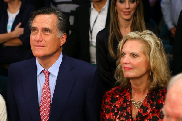 "The Romneys <a href=""http://www.politico.com/story/2012/12/mitt-romney-attends-pacquiao-marquez-fight-84799.html"" target=""_bl"