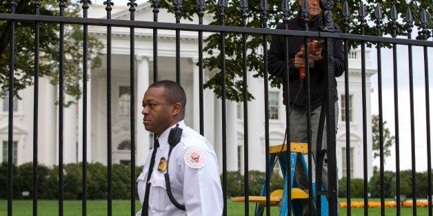 ** UPDATES THE CHARGES FILED AGAINST DOMINIC ADESANYA ** A Secret Service police officer walks outside the White House in Was