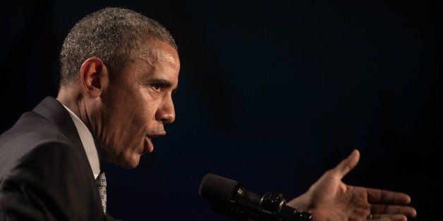 US President Barack Obama addresses the House Democratic Caucus retreat on January 29, 2015 in Philadelphia.    AFP PHOTO/NIC