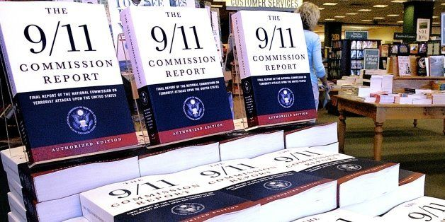 """FILE - This July 22, 2004 file photo shows a Barnes and Noble book store in Springfield, Ill., displaying """"The 9/11 Commissio"""