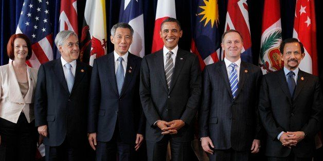 President Barack Obama, third right, stands with Prime Minister Julia Gillard of Australia, left, President Sebastian Pinera