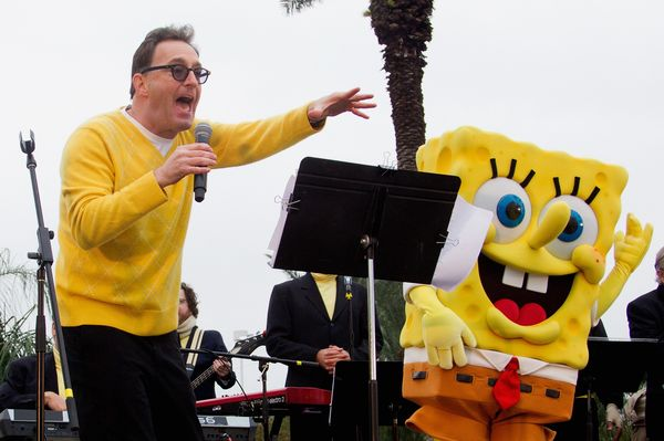 Tom Kenny, the voice of many beloved children's characters, was reported dead on Twitter despite being very much alive.<br>Pi