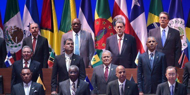Cuba's President Raul Castro (L, middle row) and US President Barack Obama (R, middle row) are pictured with other leaders du