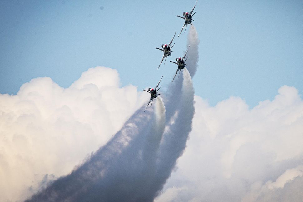 The Thunderbirds Thunder Diamond formation performs the Diamond Bottom Up Pass maneuver during a practice show at Lakeland, F