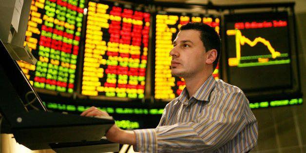 Melbourne, AUSTRALIA:  Matthew Nassrawi studies movements at the Australian Stock Exchange in Melbourne, 16 May 2006, as Aust