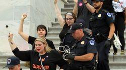 ΗΠΑ: Διαδήλωση στο Κογκρέσο ενάντια στον διορισμό του Μπρετ Κάβανο στο Ανώτατο