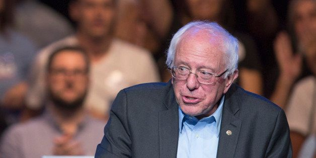LOS ANGELES, CA - OCTOBER 14:  Democratic presidential candidate U.S. Sen. Bernie Sanders speaks at a campaign fundraising re