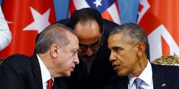 ANTALYA, TURKEY - NOVEMBER 15: Turkish President Recep Tayyip Erdogan (L) and US President Barack Obama (R) attend a working