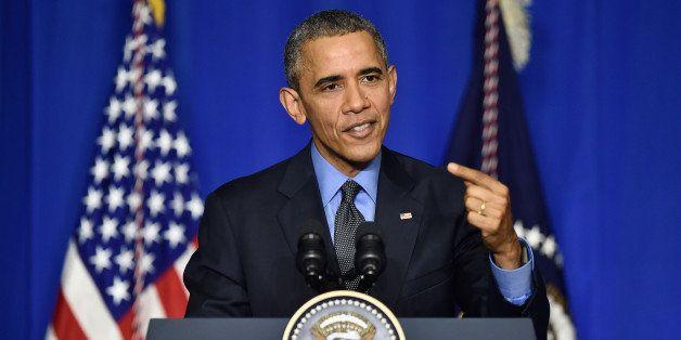 PARIS, FRANCE - DECEMBER 01:  U.S. President Barack Obama speaks during a press conference at the OECD Conference Centre befo