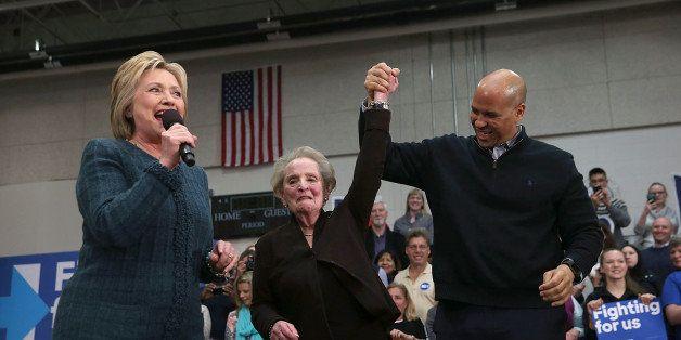 CONCORD, NH - FEBRUARY 06:  (L-R) Democratic presidential candidate former Secretary of State Hillary Clinton, former Secreta