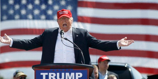 FOUNTAIN HILLS, AZ - MARCH 19: Republican presidential candidate Donald Trump speaks to guest gathered at Fountain Park durin
