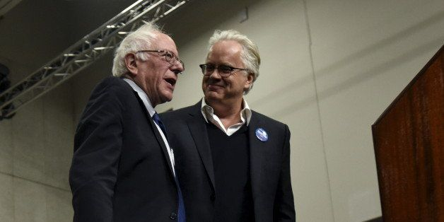 Democratic U.S. presidential candidate Bernie Sanders (L) stands with actor Tim Robbins who introduced him at a campaign rall