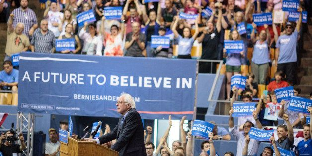 US Democratic presidential candidate Bernie Sanders addresses a campaign rally in Salem, Oregon, May 10, 2016. 