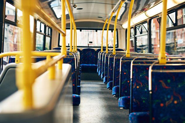 Σε διαθεσιμότητα τέθηκε οδηγός λεωφορείου που άφησε το τιμόνι στα χέρια μιας