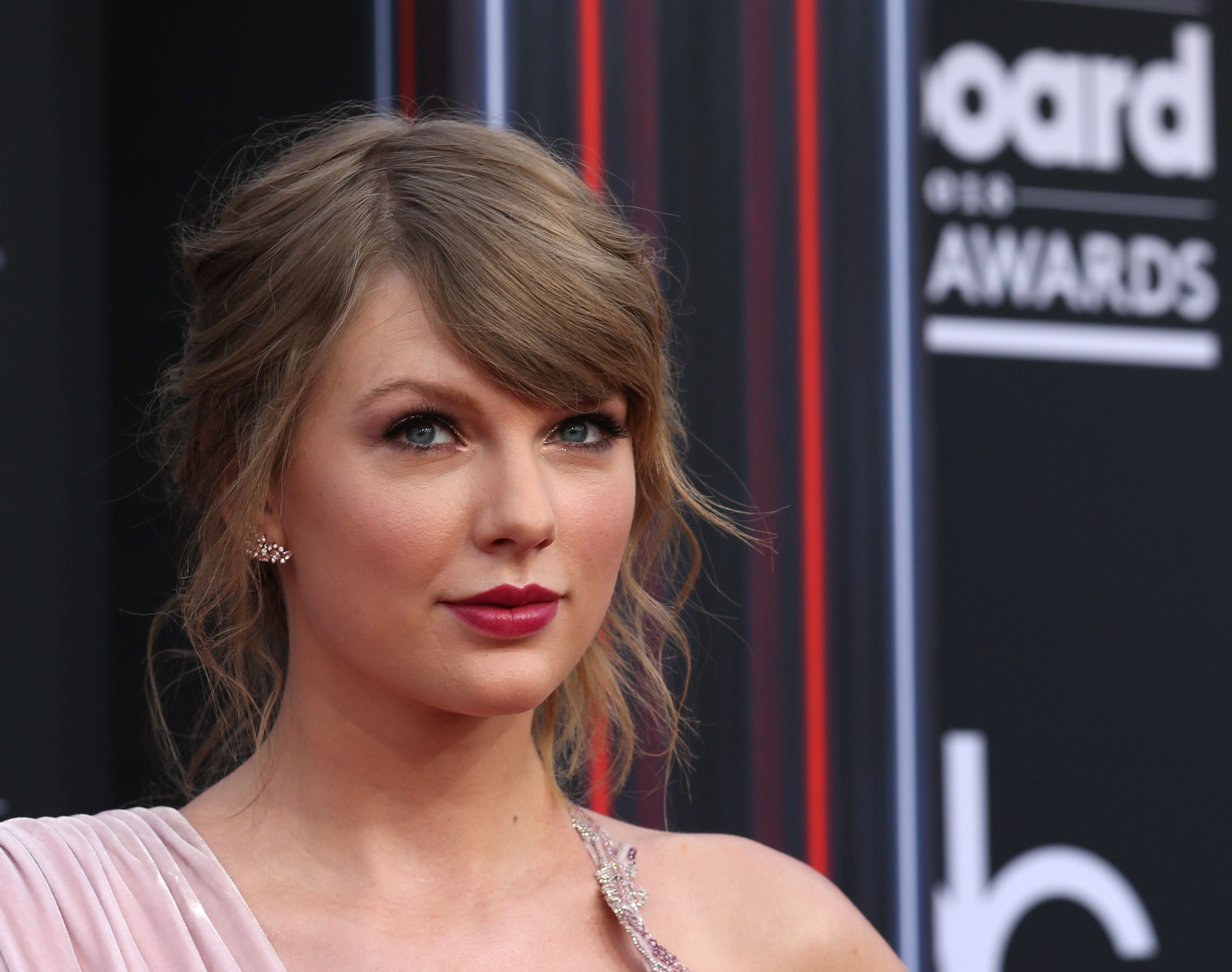 Taylor Swift voices her political opinion ahead of midterm elections