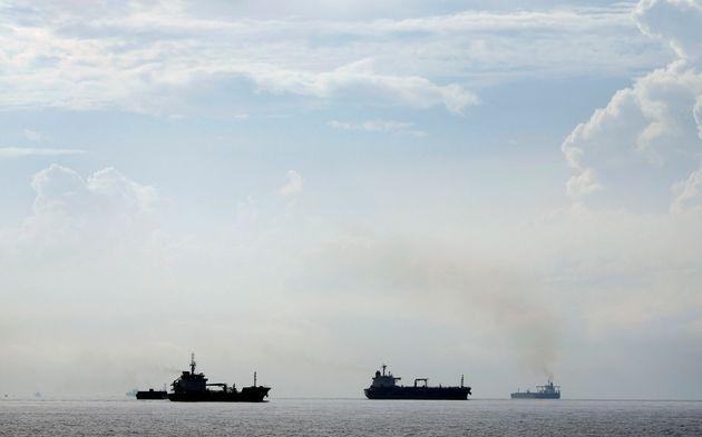Μεγάλη διαρροή καυσίμων μετά τη σύγκρουση πλοίων ανοικτά της