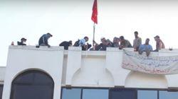 Un manifestant malvoyant meurt après une chute du toit du ministère de la