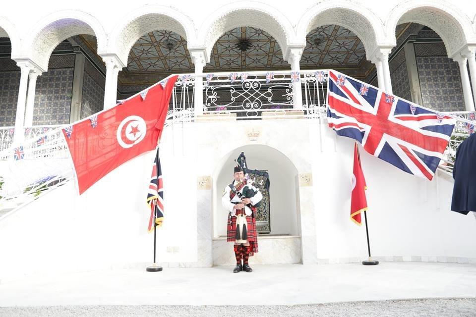 Selon l'ambassade britannique, il existe un programme pour améliorer les compétences en communication du gouvernement