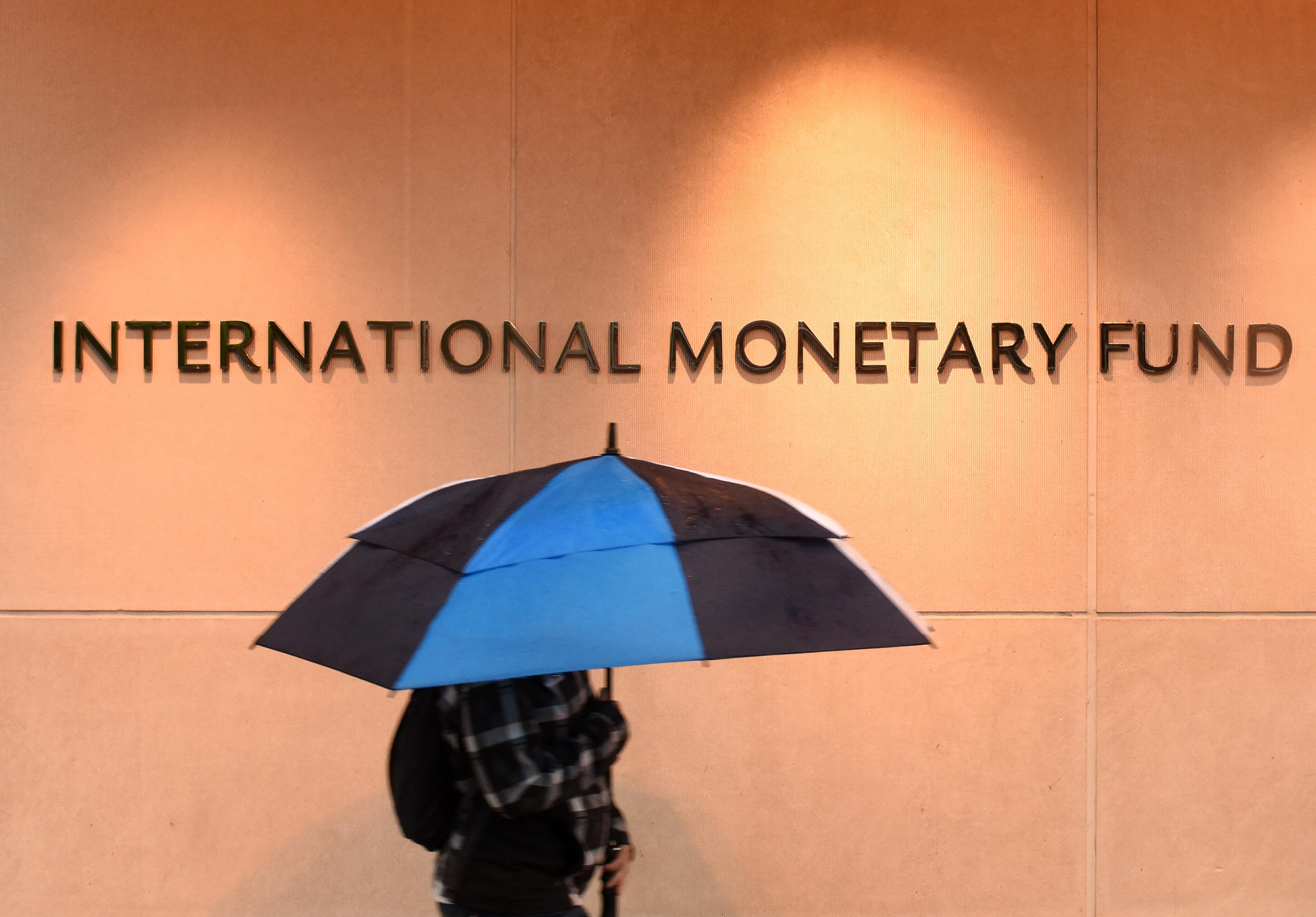 Το ΔΝΤ αναθεώρησε προς τα πάνω την πρόβλεψη για την ανάπτυξη στην Ελλάδα το 2019 και προς το κάτω σε μεσοπρόθεσμο επίπεδο