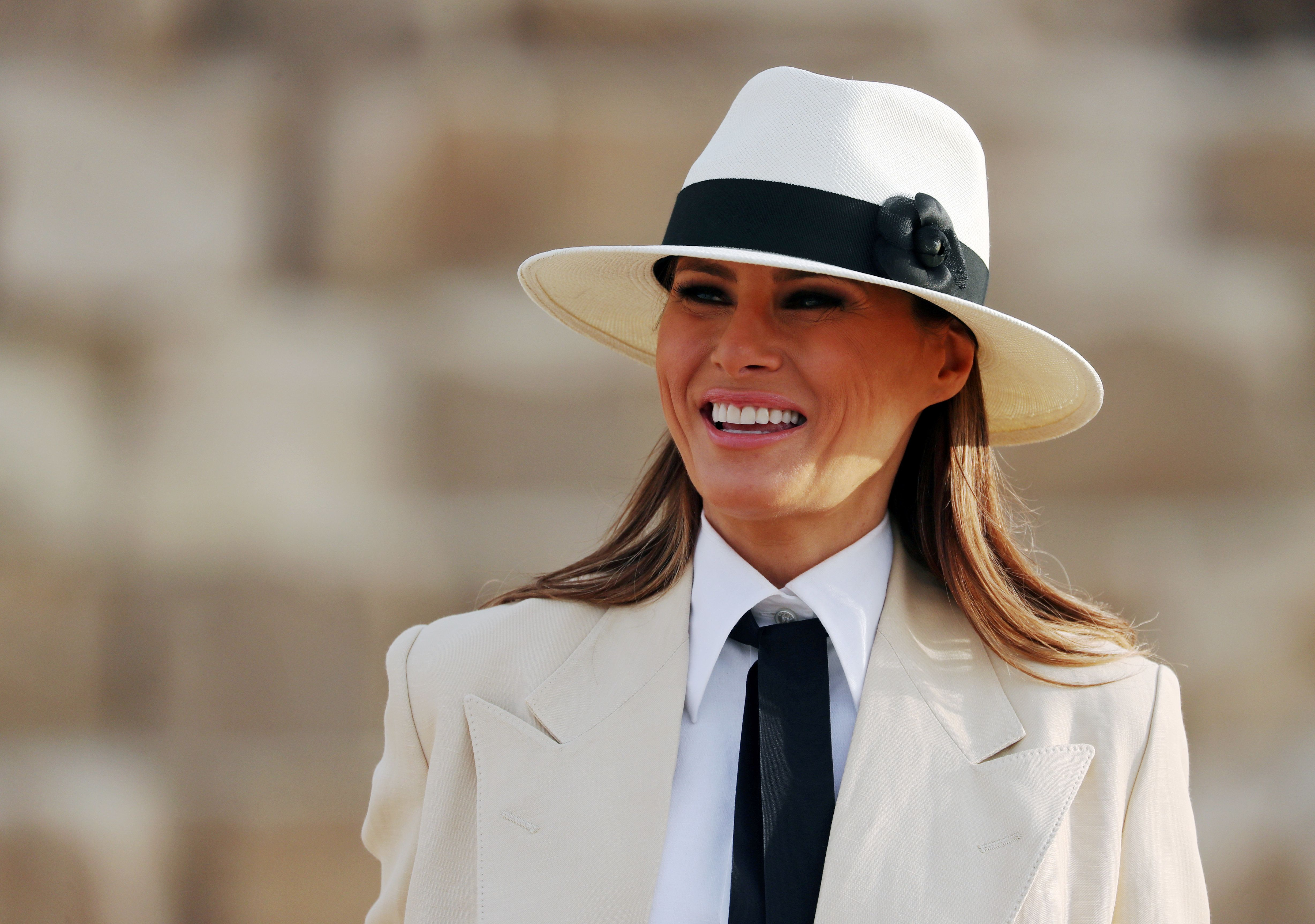 U.S. first lady Melania Trump visits the Pyramids in Cairo, Egypt, October 6, 2018. REUTERS/Carlo Allegri