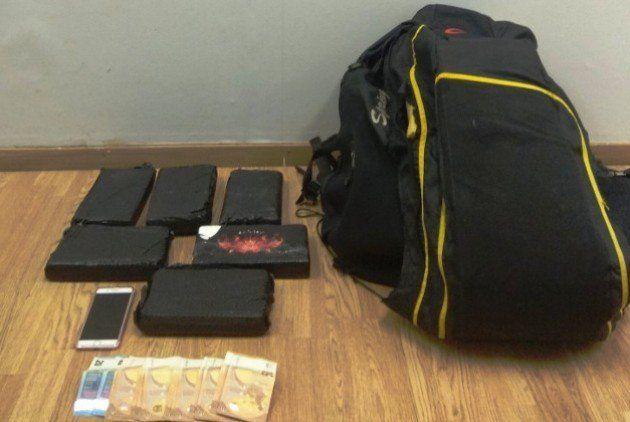 Νεαρή Βραζιλιάνα συνελήφθη με 6,5 κιλά κοκαΐνης σε...