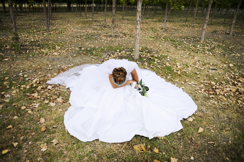 Bewegende Bilder einer Hochzeit ohne Bräutigam: Verlobter starb bei Rettungseinsatz, Braut feiert