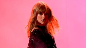 LOS ANGELES, CA - OCTOBER 09:  Taylor Swift performs onstage during the 2018 American Music Awards at Microsoft Theater on October 9, 2018 in Los Angeles, California.  (Photo by Kevin Winter/Getty Images For dcp)