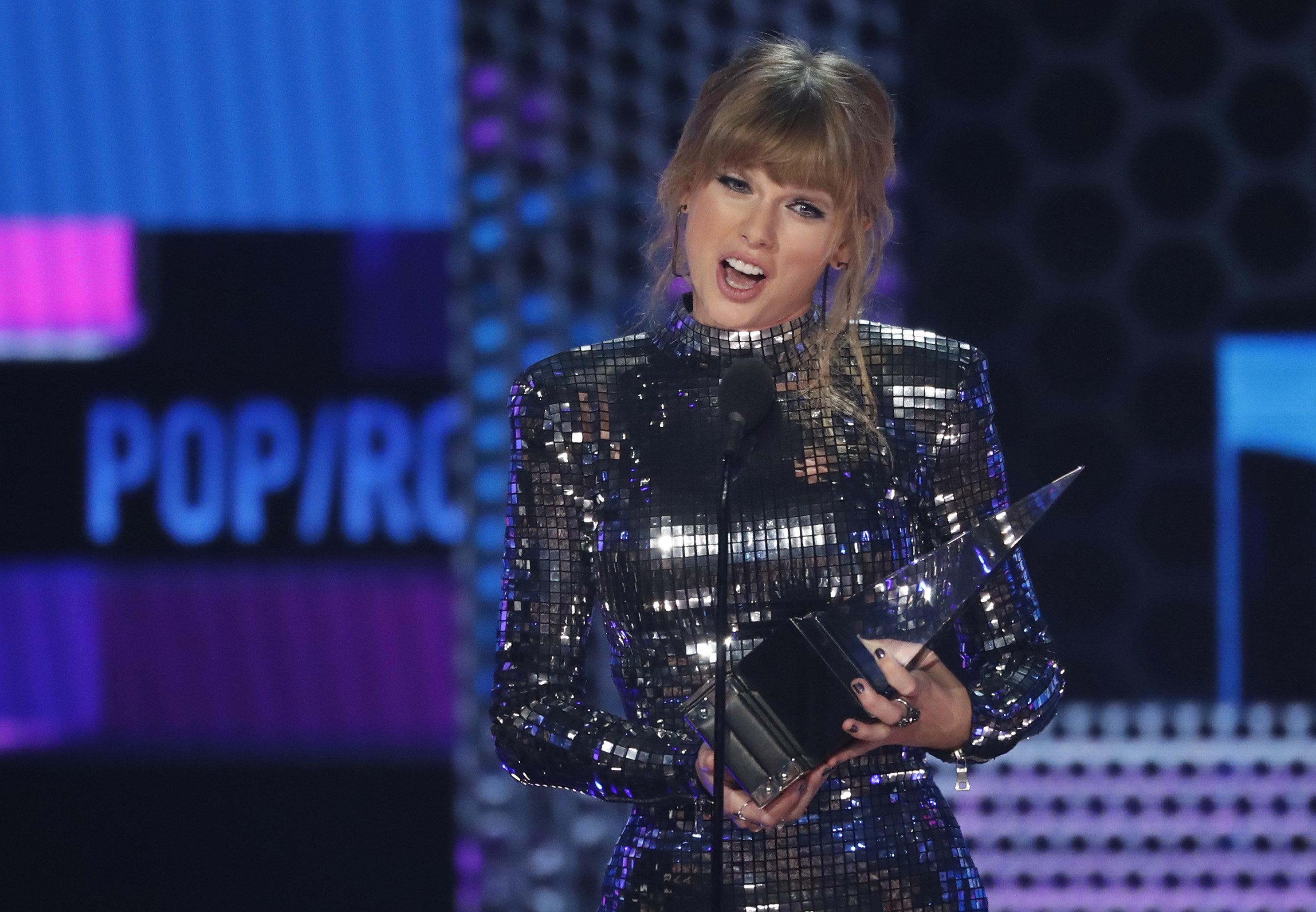 Η Τέιλορ Σουίφτ μεγάλη νικήτρια στα American Music