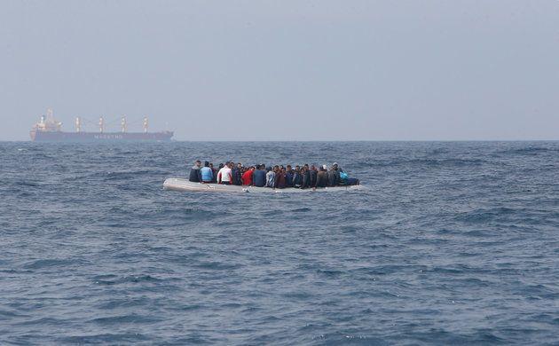 Un Marocain de 16 ans blessé par des tirs de la marine royale contre un bateau de