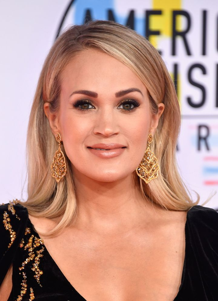 Carrie Underwood Reveals Baby Bump On The AMAs Red Carpet
