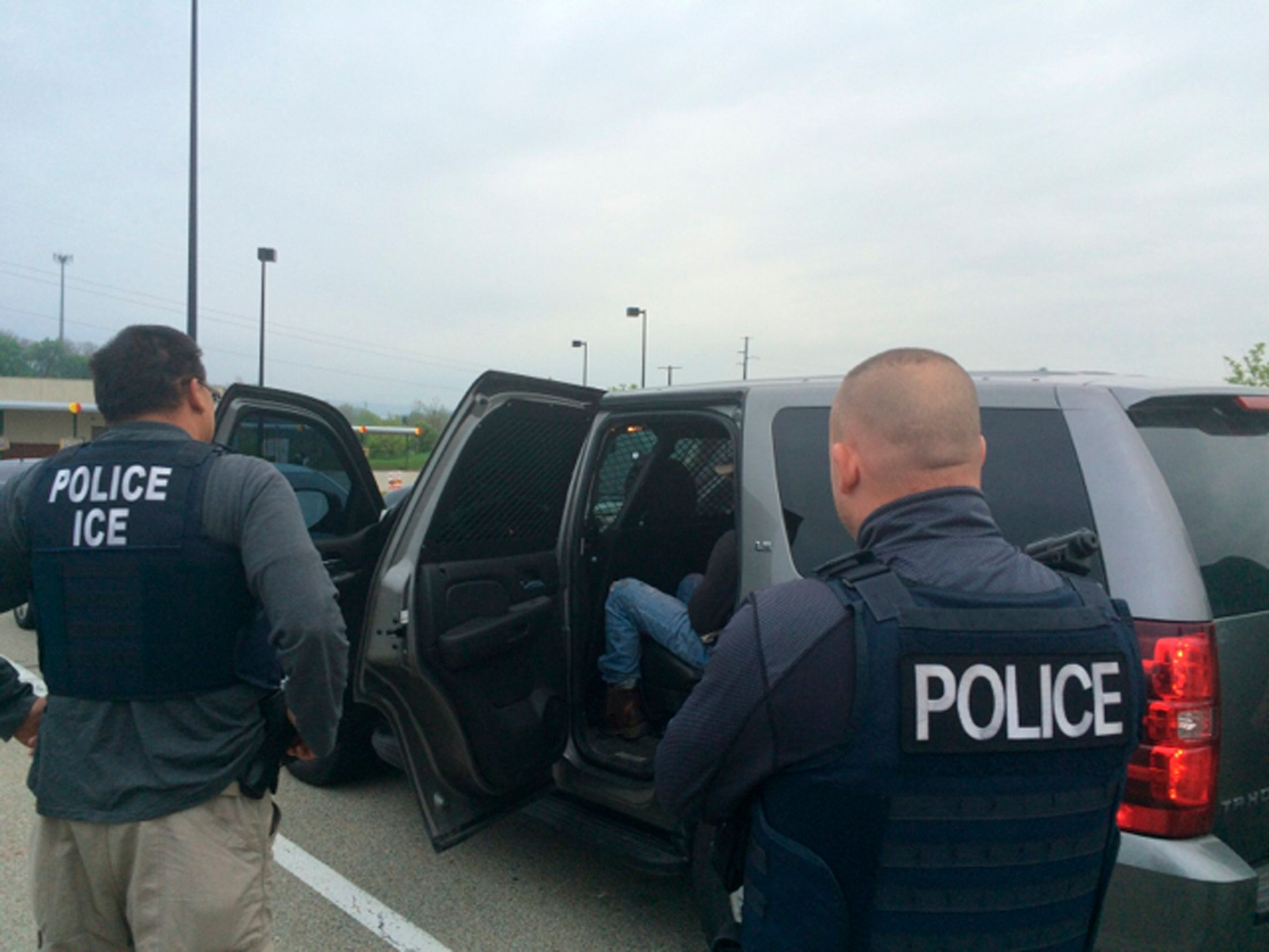 Officers from U.S. Immigration and Customs Enforcement's (ICE) Enforcement and Removal Operations (ERO) are shown during an operation targeting criminal aliens and other immigration violators in Philadelphia, Pennsylvania, United States in this image released May 11, 2016.   Courtesy ICE/Handout via REUTERS ATTENTION EDITORS - THIS IMAGE WAS PROVIDED BY A THIRD PARTY. EDITORIAL USE ONLY