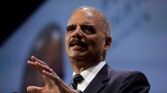 Former U.S. Attorney General Eric Holder addresses the Human Rights Campaign (HRC) dinner in Washington, U.S., September 15, 2018. REUTERS/Yuri Gripas