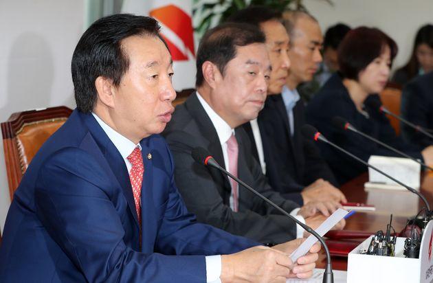 김성태 자유한국당 원내대표가 1일 오전 서울 여의도 국회에서 열린 비대위 회의에서 모두발언을 하고
