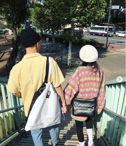 현아와 이던이 데이트 사진을 공개했다(사진