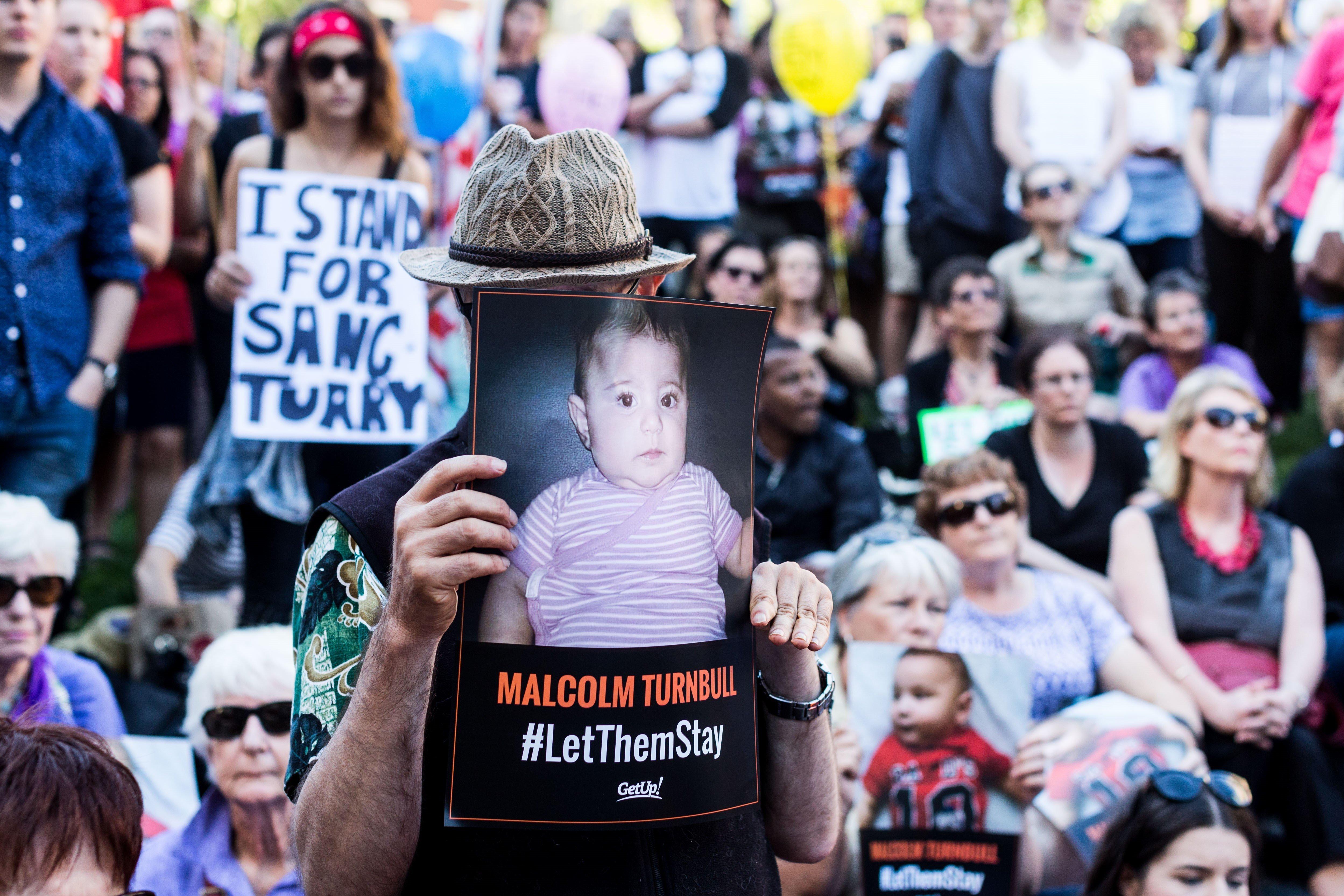 Ναουρού, η ντροπή της Αυστραλίας. Το «νησί της χαράς» όπου τα παιδιά δεν τρώνε, δεν πίνουν, δεν