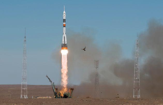 La fusée Soyouz MS-10 emportant l'astronaute américain Nick Hague et le cosmonaute russe...