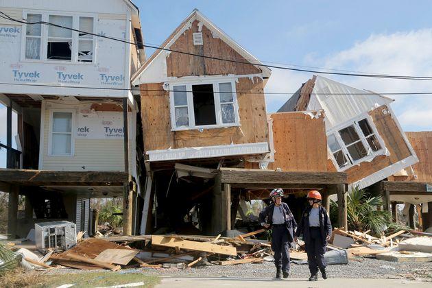 Νεκρούς και ισοπεδωμένα σπίτια άφησε πίσω του ο κυκλώνας