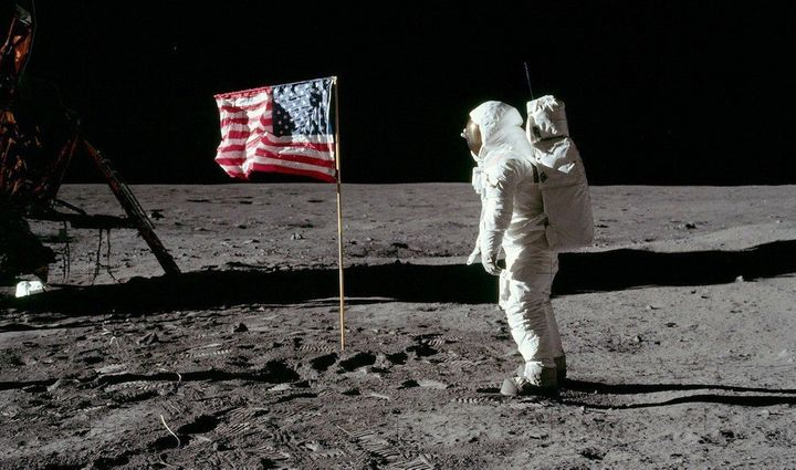 "No, ""First Man"" does not show Neil Armstrong or Buzz Aldrin planting the American flag on the moon. But the Stars and St"